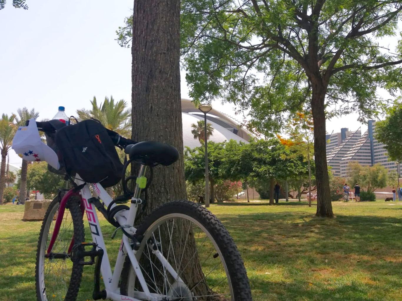 paseando en bici en valencia